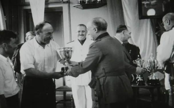 Franco_La_Coruna_Traineras_1942